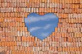 Serce na mur z cegły — Zdjęcie stockowe