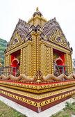 Detail ozdobně zdobené chrámové střechy — Stock fotografie