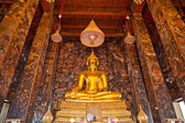 Golden Buddha statue in a temple in Thailand — Stock Photo