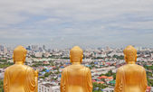 Buddha statue from behind look over the city of Bangkok — Foto Stock