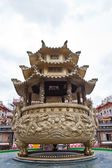 Giant joss pot with dragon in Chinese temple — Stock Photo