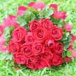 Bouquet of red roses on the lawn. — Stock Photo