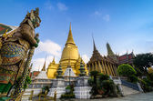 Wat Phra Kaeo, Temple of the Emerald Buddha and the home of the  — Stock Photo