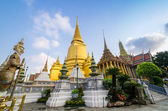 Wat Phra Kaeo, Temple of the Emerald Buddha and the home of the  — Foto de Stock