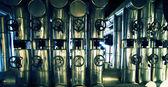 Industriezone, Stahl-Rohrleitungen, Ventile und Leitern — Stockfoto