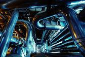 Zona industriale, tubazioni in acciaio e attrezzature — Foto Stock