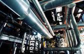 Zona industrial, tuberías de acero y equipos — Foto de Stock