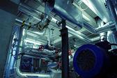Industriområde, stål rörledningar och pumpar — Stockfoto
