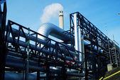 Valvole e tubazioni sporche in acciaio industriale — Foto Stock