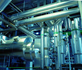Zone industrielle, des canalisations en acier et des équipements — Photo