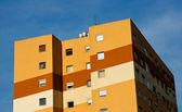 Kleurrijke deelvenster huis — Stockfoto