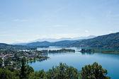 Panorama jeziora woerther — Zdjęcie stockowe