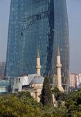 Plamen věže a mešita — Stock fotografie