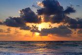 Solnedgång över havet — Stockfoto