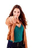 Ung vacker kvinna som pekar på copyspace — Stockfoto