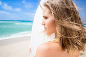 Surfer woman on the beach — Stock Photo