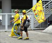 A Valentino Rossi fan dress up the yellow clothes to supporting at Moto GP.Sepang.Malaysia. — Stock Photo
