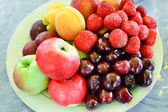 A plate of mixed fruits — Stock Photo
