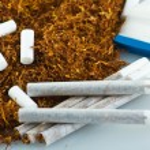 Tobacco and cigarette roller — Stock Photo