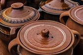 Velké keramické hrnce, tradiční rumunské — Stock fotografie