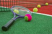 теннисные мячи & рэкет-2 — Стоковое фото