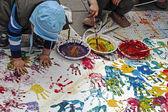 Barn som målar-1 — Stockfoto