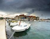 Old harbor and stone houses in Croatia — Stock Photo