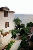 Evler ve bahçeler ile adriyatik denizi — Stok fotoğraf