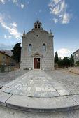 Alte steinerne Kirche außen, Fisch-Augenlinse — Stockfoto