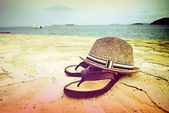 Beach sandals and straw hat by the sea, Croatia Dalmatia — Stock Photo