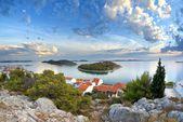 Panorama van de kust, de eilanden en de oude stad, Kroatië Dalmatië — Stockfoto