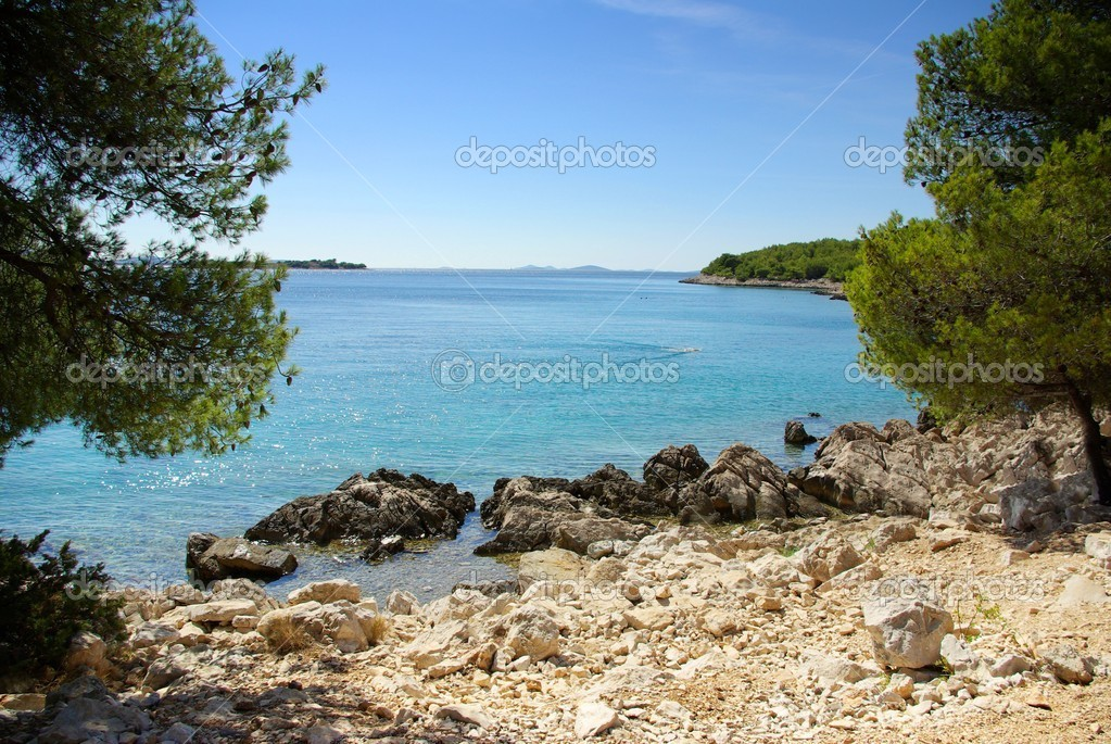 Rocky coast of the turquoise sea, Croatia Dalmatia Tribunj — Stock Photo #13619390