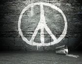 Graffiti wall with peace sign, street background — Stock Photo