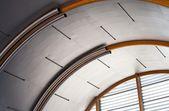 Industrie metall-decke, städtische interieur — Stockfoto