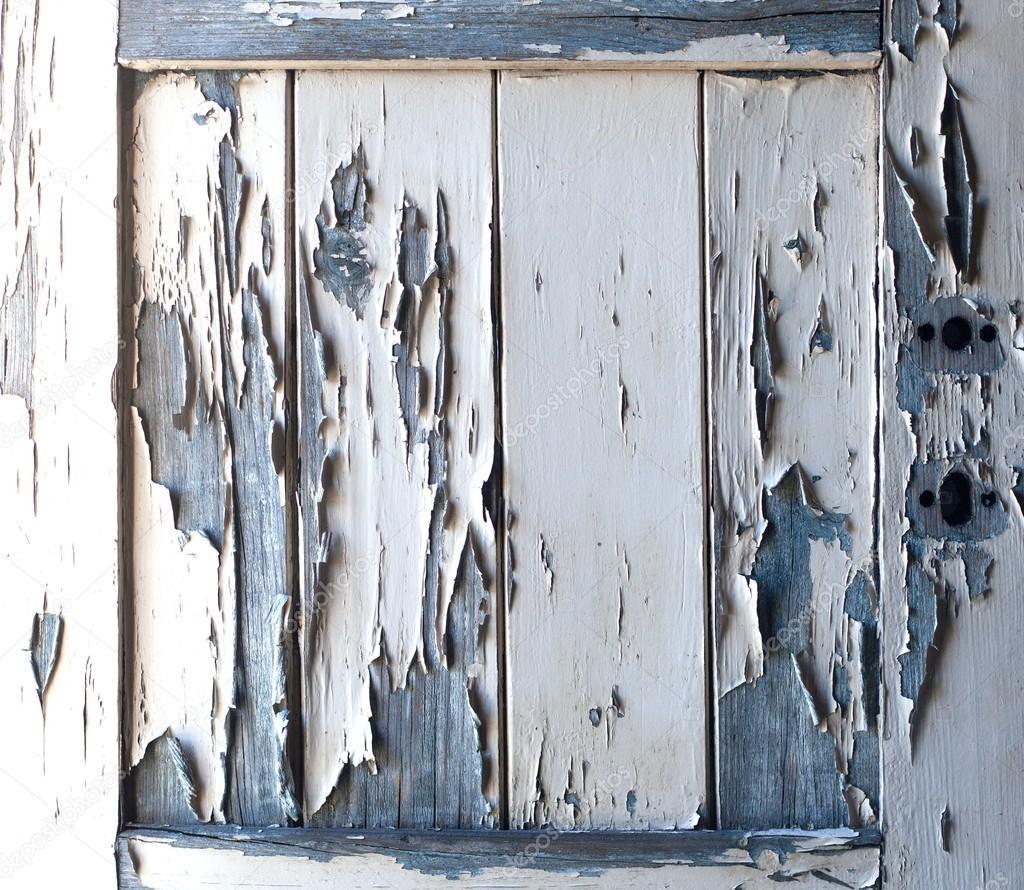 Peinture qui s caille sur une vieille porte en bois for Peinture porte en bois