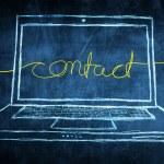 schizzo netbook computer schermo internet concetto con parola contatto — Foto Stock