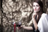 Elegante glamour-frau wartet datum — Stockfoto