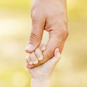 Child holding father's hand — Stock Photo