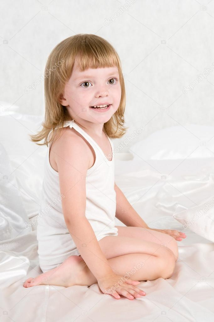 Smiling girl in a bedroom — Stock Photo #13826983