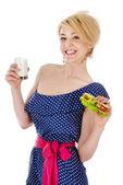 Mulher bonita com leite e sandes. isolado no fundo branco — Foto Stock