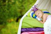 De prinses slaapt op een bed — Stockfoto