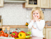 Kid eating healthy vegetables meal in the kitchen — Zdjęcie stockowe