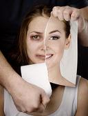 家庭暴力的概念。在黑暗的背景上 — 图库照片