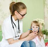Doctor holding inhaler mask for kid breathing — Stock Photo