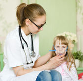 Doctor holding inhaler mask for kid breathing — Stock Photo