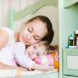 Mother and sick daughter sleep together — Stock Photo