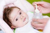 Karmienie dziecka matka — Zdjęcie stockowe
