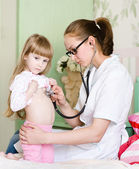 Doctor examining girl with stethoscope — 图库照片