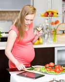 Pregnant woman using a tablet — Stock Photo