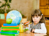 Portrait schoolgirl looking at camera while having lunch — Stock Photo